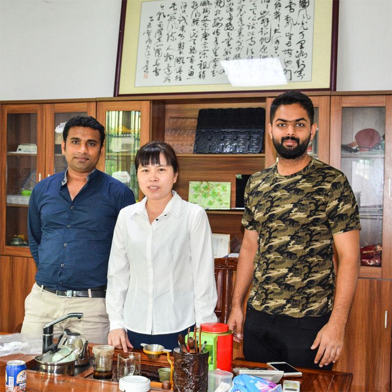 Udenlandske kunder besøger Sunyo