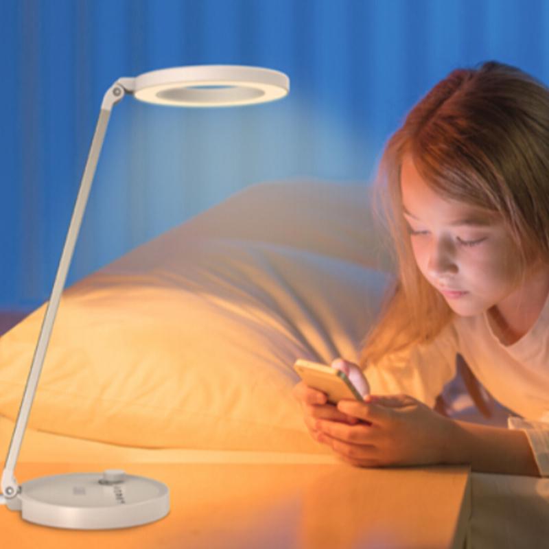 """[""""Hvordan vælger du en ledet skrivebordslampe til dine børn?""""]"""