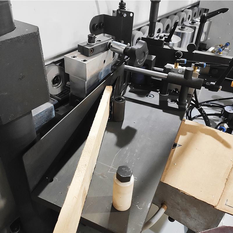 WE604 automatisk kantbåndmaskine