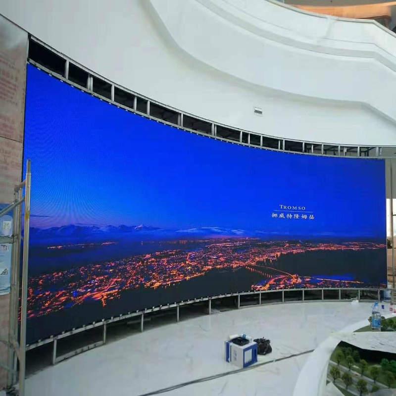 Indendørs P3 buet design LED display skærm